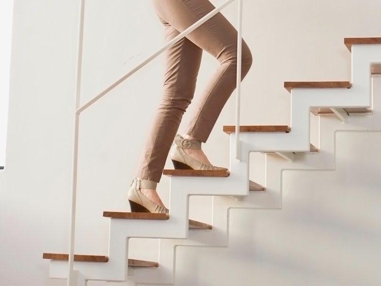 CLIMBING STAIRS FOR KNEE PAIN RELIEF - Natures Ville